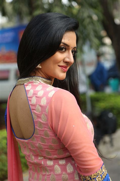 Brand New Pics Of Beautiful Actress Vimala Raman