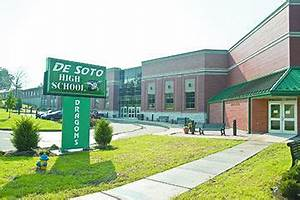Authorities say 'bathroom wall' threat at De Soto High ...