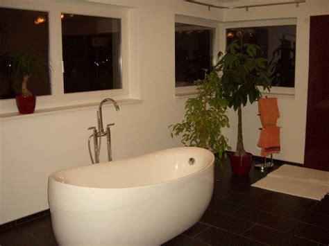 Kleines Bad Helle Oder Dunkle Fliesen by Badezimmer Fliesen Dunkel Badezimmer Mit Dunklen Fliesen