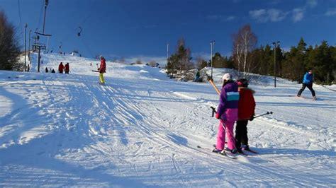 relaxing winter day  skiing hd sport wallpaper