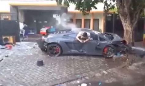 crashed lamborghini driver who crashed lamborghini caught texting just moments