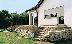 Terrasse Am Hang : terrassenbeete auf hohem niveau natursteinmauer ~ A.2002-acura-tl-radio.info Haus und Dekorationen