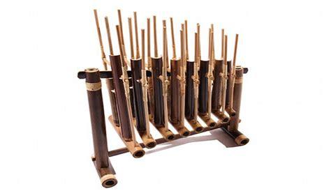 Angklung reog sering dijadikan bagian contoh alat musik tradisional jawa timur yang hingga sekarang masih diakui oleh dunia. 5 Jenis dan Macam Angklung Asli Indonesia ~ Ruana Sagita