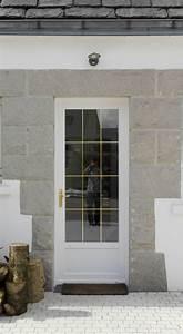 installation de portes d39entree pvc blanc veine a gouesnou With porte d entrée pvc avec grand miroir mural salle de bain