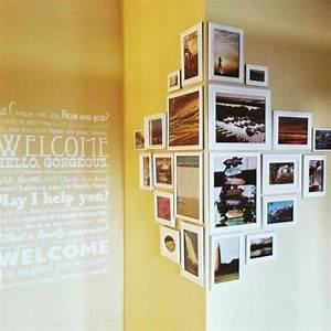 Fotos Aufhängen Ideen : flur einrichten deko flur gelbe wand mit fotos und spruche ~ Lizthompson.info Haus und Dekorationen