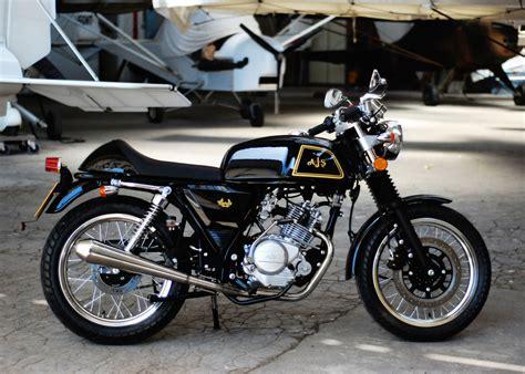 AJS Cadwell: Ein schickes 125er-Retro-Bike   spothits
