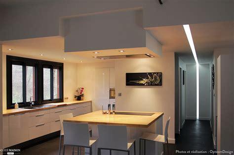 cuisine ouverte avec bar sur salon maison contemporaine opteamdesign côté maison