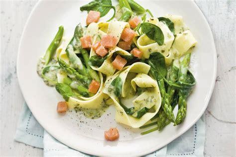 pasta met zalm spinazie en asperges recept allerhande albert heijn
