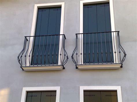 ringhiera per finestra ringhiere per balconi in alluminio parapetti balconi in