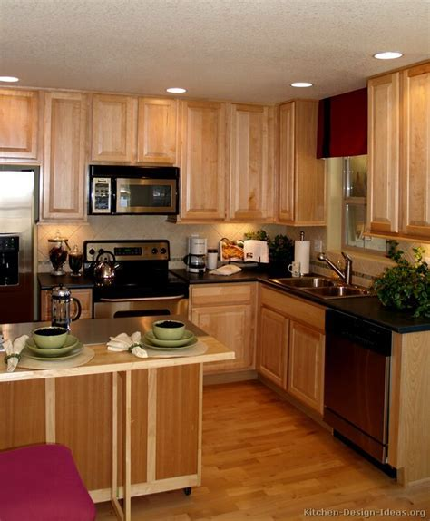 kitchen with light wood cabinets 17 best images about kitchen designs on oak 8757