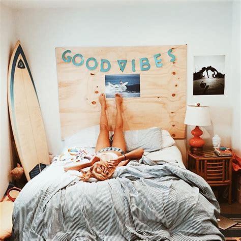 diy themed bedroom beach bedroom teen room surf diy headboard dorm room m e g a n a r q u e t t e d e s i g n