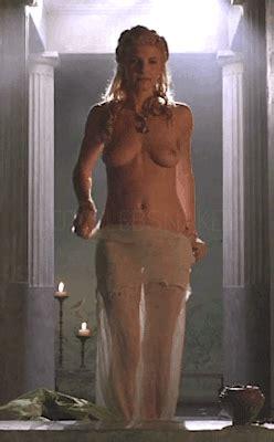 Deakins nackt Sarah  sarah deakins