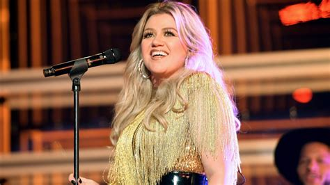Kelly Clarkson Hints That Her New Album Will Address Her ...