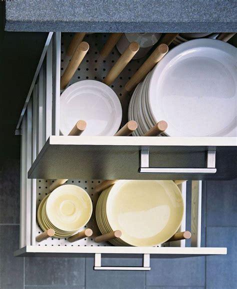 rangement vaisselle cuisine astuce rangement malin pour une cuisine fonctionnelle