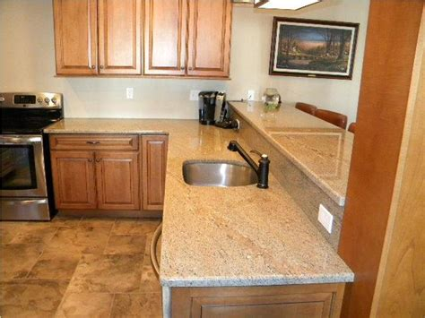 ivory kitchen cabinets what colour countertop ivory granite with oak cabinets hybrid lounge 9028