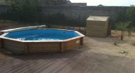 piscine semi enterr 233 e et terrasse en bois composite la maison des travaux