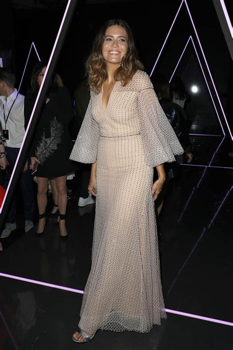 mandy moore  moves  paris haute couture fashion week