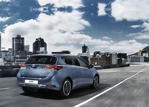 Toyota Auris Break Hybride : toyota auris hybride un restylage pour gen ve 2015 photos ~ Medecine-chirurgie-esthetiques.com Avis de Voitures