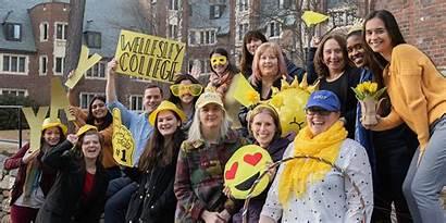 Wellesley Class 2023 College Welcomes March Cheer