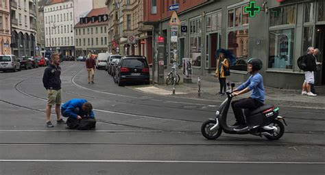 bosch e roller bosch startet elektro scooter coup in berlin electrive net