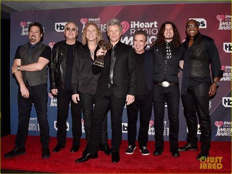 Full Sized Photo Bon Jovi Honored With Icon Award