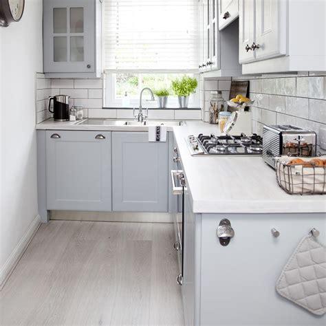 white kitchen laminate flooring mutfak dekorasyonu i 231 in pratik fikirler dekorblog 1389