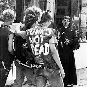 8tracks radio | PUNKS NOT DEAD! (9 songs) | free and music ...