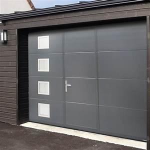 Portes de garage fabriquees en france sur mesure isoferm for Porte de garage coulissante et porte a carreaux