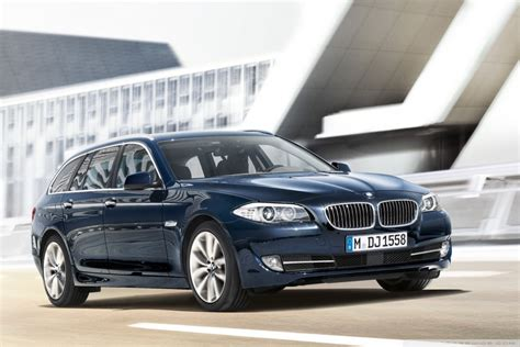 Mobil Bmw 5 Series Touring by Bmw 5 Series Touring F11 Exterior Design Front Angle View