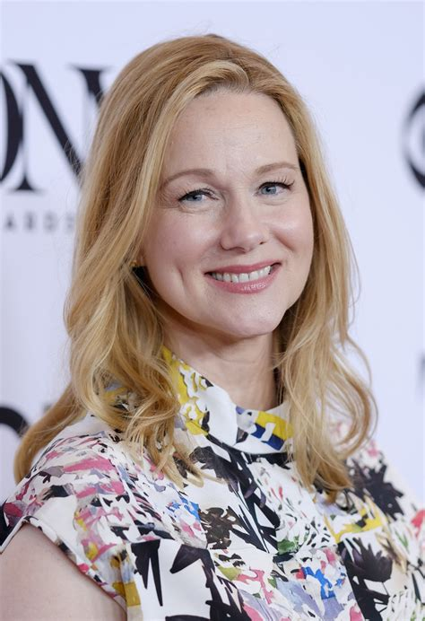 laura linney medium wavy cut hair lookbook stylebistro