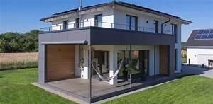 Haus Walmdach Modern : kitzlinger haus extravagante stadtvilla mit walmdach ~ Indierocktalk.com Haus und Dekorationen