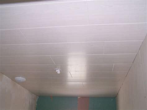 lambris pvc plafond cuisine lambris pvc pour plafond grosfillex