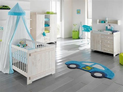 tapis chambre gar輟n voiture quelle décoration chambre bébé créez un intérieur magique pour votre bébé archzine fr