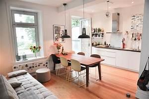 Offene Küche Esszimmer Wohnzimmer : tolle k che mit essbereich balkonzugang holzboden und gem tlicher atmosph re einrichtung ~ Orissabook.com Haus und Dekorationen
