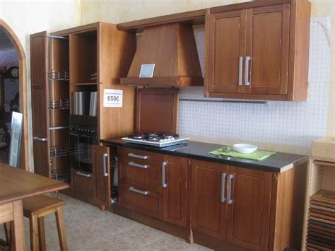 cocina de exposicion puertas frentes  elementos