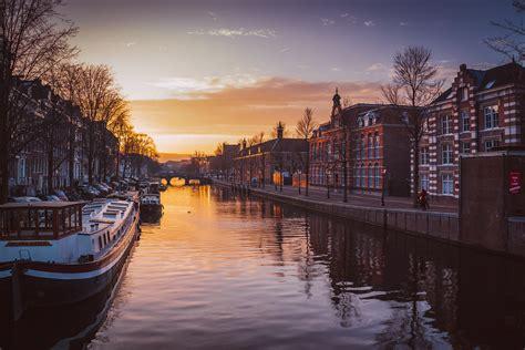 amsterdam wins eu medicines agency  coin toss