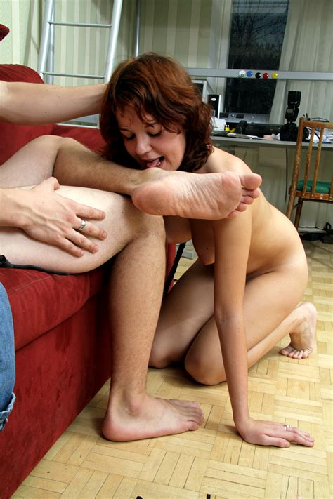 Girl Worships Her Own Feet