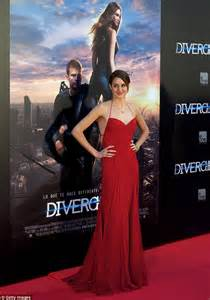 Red Carpet Dresses Online by Shailene Woodley Wows In Red Dress At Madrid Premiere Of
