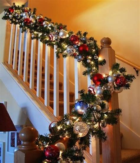 beautiful christmas staircase decor ideas   digsdigs