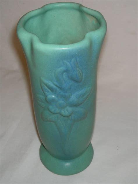 briggle l value 406 briggle pottery vase blue lot 406
