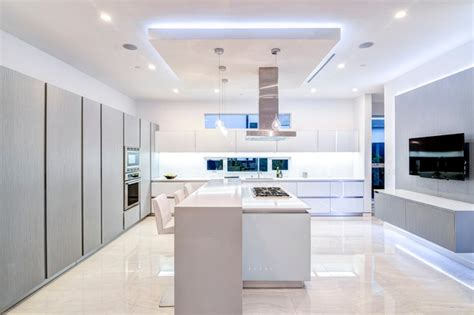 Southern California Interiors by Southern California Interiors Contemporary Kitchen