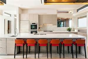93 idees de deco pour la cuisine moderne design for Deco cuisine avec chaise blanche en bois