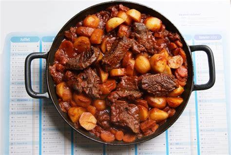 cuisiner bourguignon recette de boeuf bourguignon la recette facile