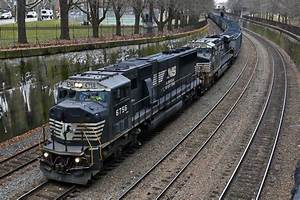 Norfolk Southern Says It's Winning Customers From CSX - WSJ