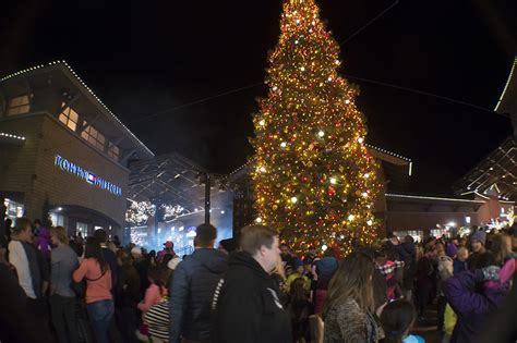 tree lighting at outlets lehi free press