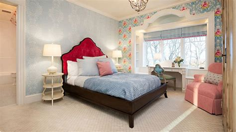 20 Captivating Bedrooms With Floral Wallpaper Designs Houzz Contemporary Kitchen Rustic Free Standing Units Cheap Cabinet Makeover Yellow Kidkraft Urban Espresso White Cabinets Farmhouse Mohegan Sun Pa