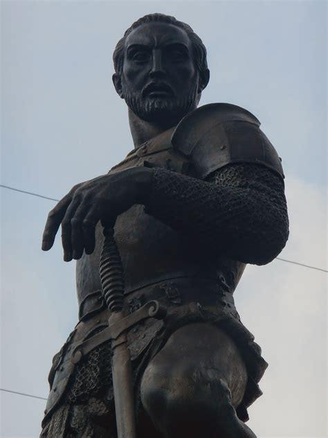 Es un homenaje al conquistador sebastián de belalcázar, quien fundó la ciudad en 1536 y se trata de uno de los monumentos más icónicos de la ciudad. Esculturas de Colombia: Sebastián de Belalcázar - Vittorio ...