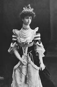 how to bustle a lace wedding dress consuelo vanderbilt wearing court dress grand gogm