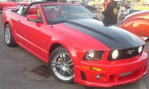 File:'05-'09 Ford Mustang GT Convertible (Orange Julep).jpg - Wikimedia Commons