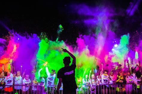 the black light run 7 reasons to join blacklight run singapore the brightest